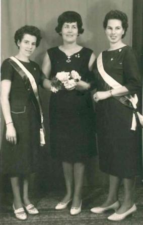 Erste Schützenkönigin Änn Kurtenacker 1962 mit Begleiterinnen Hilde Berhardi und Finni Seel