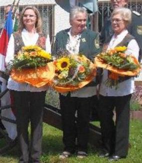 Ulrike Schmitzer, Schützenkönigin 2012 mit Luitgard Pehl und Vera Schreiner