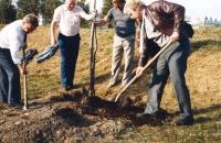 Baumpflanzung 1985. Lass' das mal lieber den Chef machen
