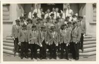 Fahnenweihe-1963-5-Gruppenfoto-vor-Josef-Kehrein-Schule