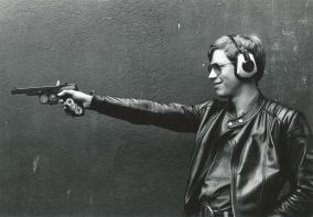 Michael Rickes im Pistolenanschlag